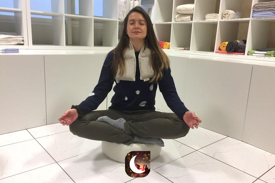 Le tour de cou et le coussin de méditation
